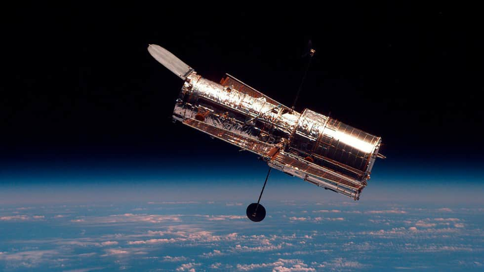 Hubble's main camera reported non-functional, no repairs initiated amid government shutdown