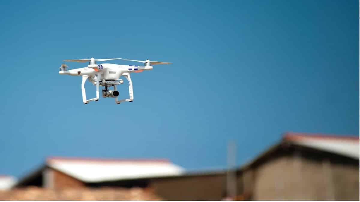 drones-help-during-car-breakdown