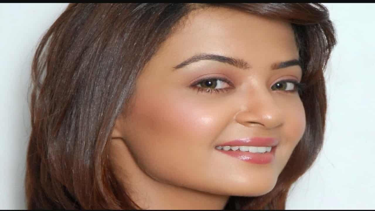 surveen-chawla-latest-movie